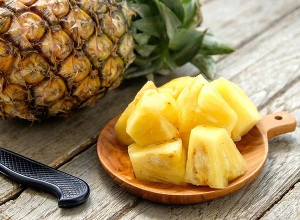 2 loại thực phẩm tuyệt đối không ăn cùng quả dứa, có thể gây ngộ độc thậm chí kích thích tế bào xấu trong cơ thể phát triển-1