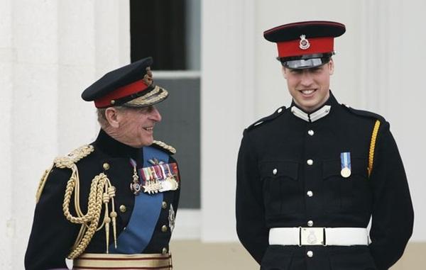 Harry gây tranh cãi về trang phục trong tang lễ, Nữ hoàng đưa ra quyết định chưa từng có để vẹn cả đôi đường-1