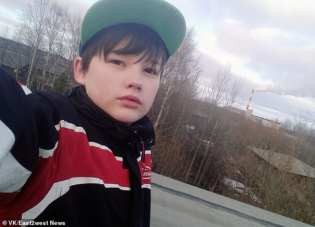 Mang quả tạ 3kg ra chống trả gã hàng xóm đang cưỡng hiếp mẹ, cậu bé bị đánh méo hộp sọ, mẹ ám ảnh không dám đến thăm con và cái kết đau lòng-1