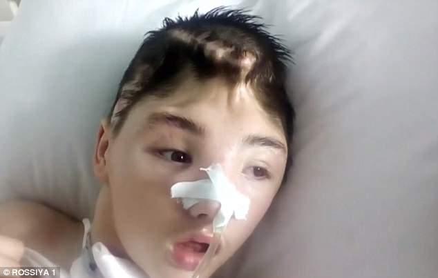 Mang quả tạ 3kg ra chống trả gã hàng xóm đang cưỡng hiếp mẹ, cậu bé bị đánh méo hộp sọ, mẹ ám ảnh không dám đến thăm con và cái kết đau lòng-6