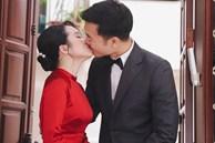 Ảnh 'xịn' của Xuân Trường và Nhuệ Giang trong lễ ăn hỏi: Cô dâu chú rể hôn nhau đầy tình cảm