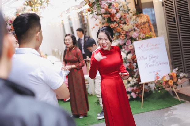 Ảnh xịn của Xuân Trường và Nhuệ Giang trong lễ ăn hỏi: Cô dâu chú rể hôn nhau đầy tình cảm-7