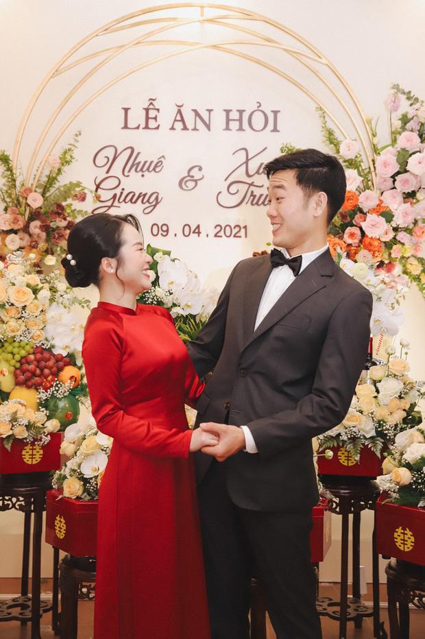 Ảnh xịn của Xuân Trường và Nhuệ Giang trong lễ ăn hỏi: Cô dâu chú rể hôn nhau đầy tình cảm-8