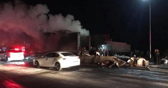 Khoảnh khắc xe container đang chạy bất ngờ bốc cháy ngùn ngụt trên quốc lộ 1A-2