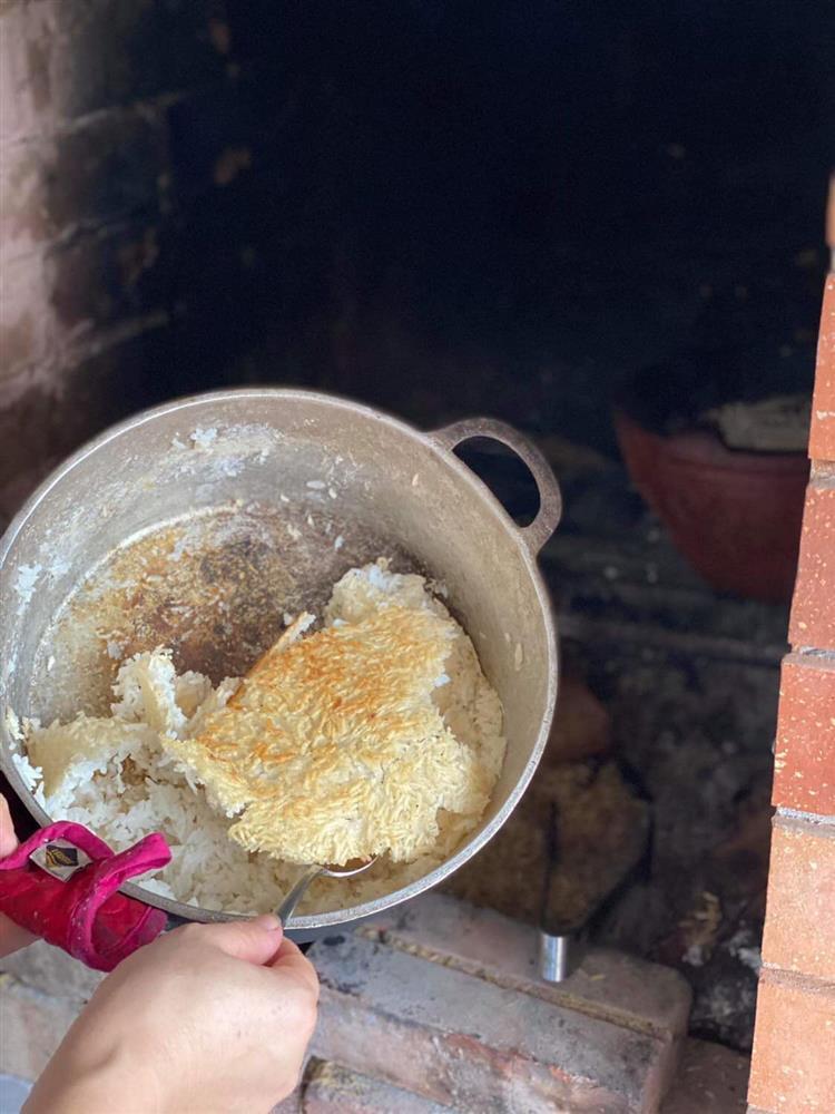 Bếp củi giữa lòng thủ đô của người phụ nữ Hà Nội khiến bao con tim bồi hồi, xao xuyến-17