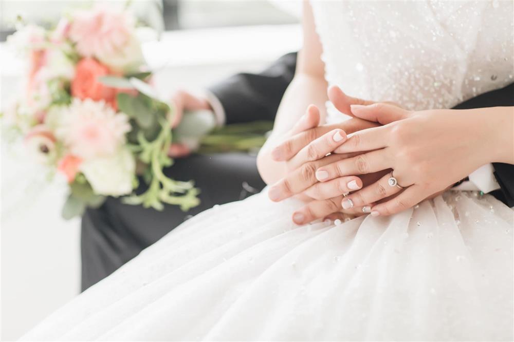 MC Hạnh Phúc VTV lần đầu đăng ảnh cưới sau hơn một năm kết hôn-2