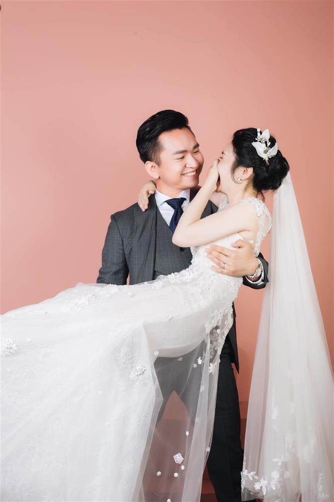 MC Hạnh Phúc VTV lần đầu đăng ảnh cưới sau hơn một năm kết hôn-4