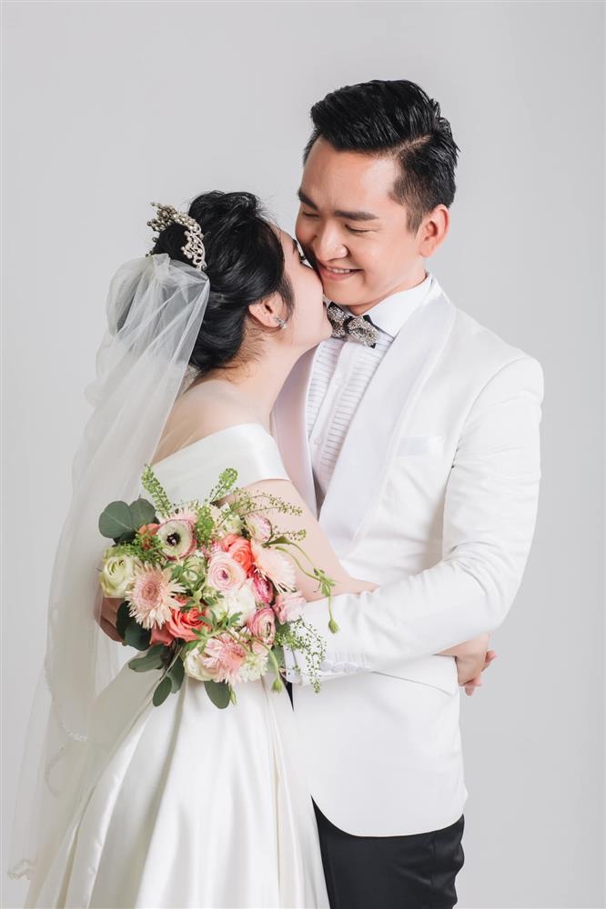 MC Hạnh Phúc VTV lần đầu đăng ảnh cưới sau hơn một năm kết hôn-5