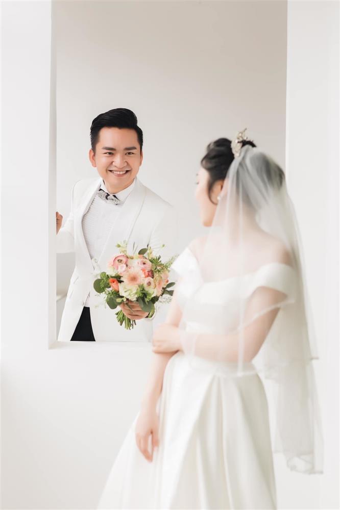 MC Hạnh Phúc VTV lần đầu đăng ảnh cưới sau hơn một năm kết hôn-8