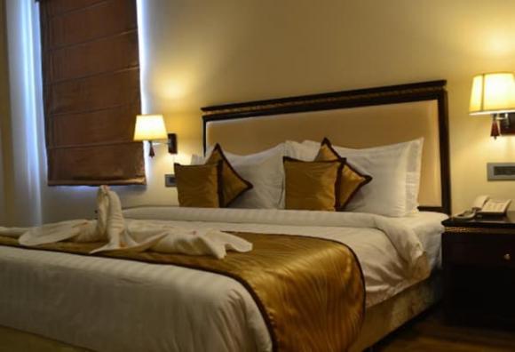 Khi mở cửa phòng khách sạn, nếu thấy những thứ này trên giường, bạn có thể trả phòng và rời đi càng sớm càng tốt-1