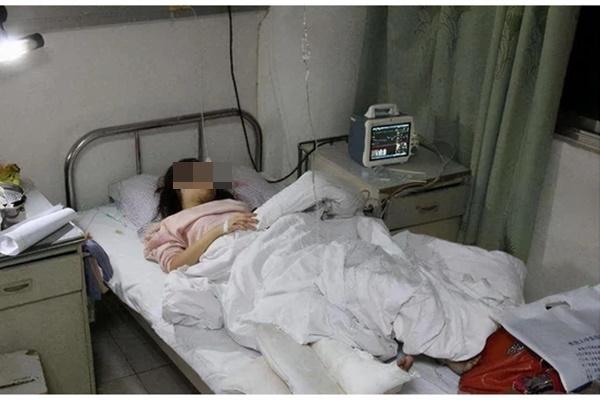 Cô gái 27 tuổi đã bị bệnh của người già Parkinson: Tay chân run rẩy cả ngày lẫn đêm, không đi lại được suốt gần 10 năm-1