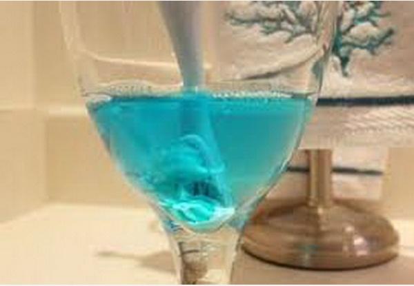 Nước súc miệng cũng có thể được sử dụng để làm việc nhà, đặc biệt nếu đổ vào máy giặt điều kỳ diệu sẽ xảy ra-3