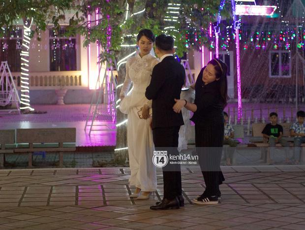 Cập nhật thánh lễ hôn phối Phan Mạnh Quỳnh: Cô dâu xinh đẹp trong tà áo dài, chú rể chăm vợ từng li từng tí ở lễ đường hoành tráng-5