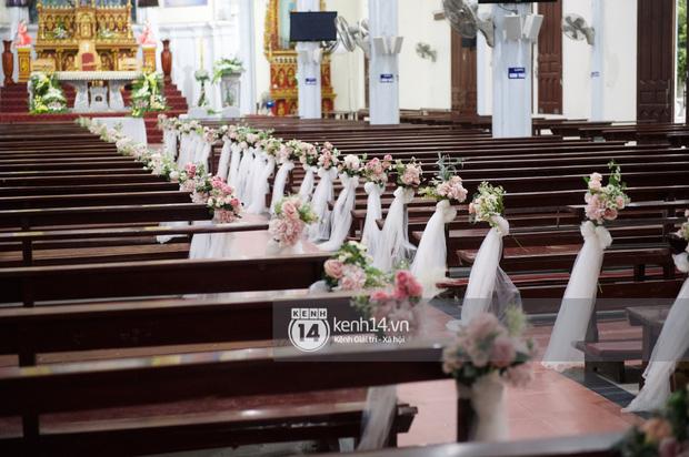 Cập nhật thánh lễ hôn phối Phan Mạnh Quỳnh: Cô dâu xinh đẹp trong tà áo dài, chú rể chăm vợ từng li từng tí ở lễ đường hoành tráng-6