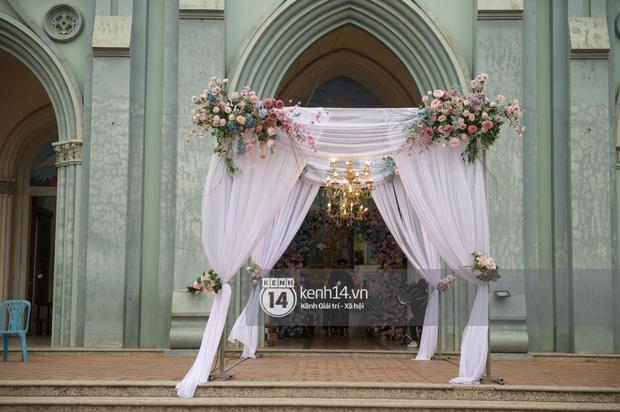 Cập nhật thánh lễ hôn phối Phan Mạnh Quỳnh: Cô dâu xinh đẹp trong tà áo dài, chú rể chăm vợ từng li từng tí ở lễ đường hoành tráng-7