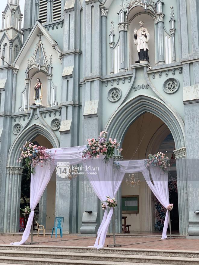 Cập nhật thánh lễ hôn phối Phan Mạnh Quỳnh: Cô dâu xinh đẹp trong tà áo dài, chú rể chăm vợ từng li từng tí ở lễ đường hoành tráng-9