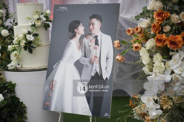 Cập nhật thánh lễ hôn phối Phan Mạnh Quỳnh: Cô dâu xinh đẹp trong tà áo dài, chú rể chăm vợ từng li từng tí ở lễ đường hoành tráng-11