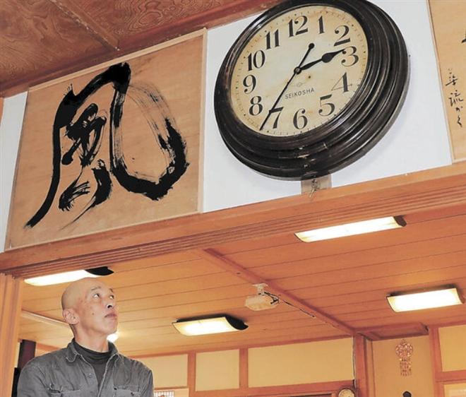 Bí ẩn chiếc đồng hồ cổ đứng im 10 năm, chỉ hoạt động khi có động đất-1