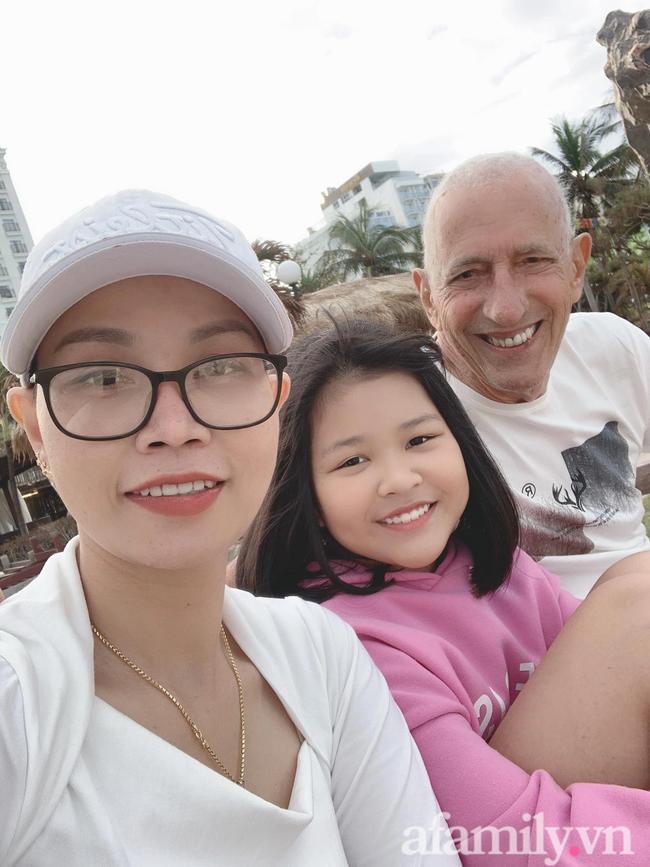 Chuyện tình của cặp đôi vợ Việt chồng Mỹ chênh nhau 37 tuổi: Cô dâu làm việc táo bạo trước ngày chụp ảnh cưới khiến chú rể khóc ngay tại chỗ!-2