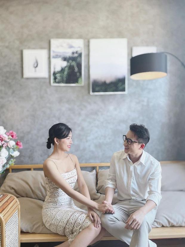 5 năm yêu của Phan Mạnh Quỳnh và vợ hot girl: Từng bịhoài nghi đến màn cầu hôn gây sốt, chàng cưng nàng số 1 thấy mà ghen!-4