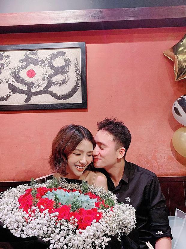 5 năm yêu của Phan Mạnh Quỳnh và vợ hot girl: Từng bịhoài nghi đến màn cầu hôn gây sốt, chàng cưng nàng số 1 thấy mà ghen!-10