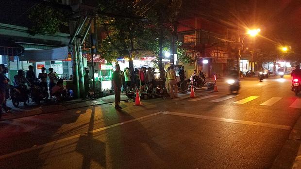 TP.HCM: Đua tốc độ rồi tông chết người đàn ông đang chở bé trai, nhóm thanh niên lên xe chạy trốn-1
