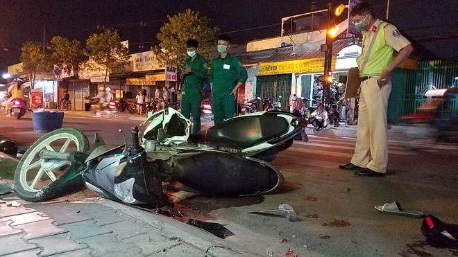 TP.HCM: Đua tốc độ rồi tông chết người đàn ông đang chở bé trai, nhóm thanh niên lên xe chạy trốn-3