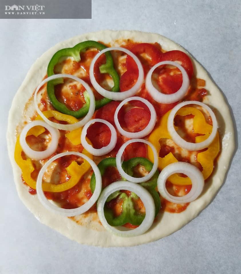 Cách làm bánh pizza cá hồi xúc xích thịt xông khói-8