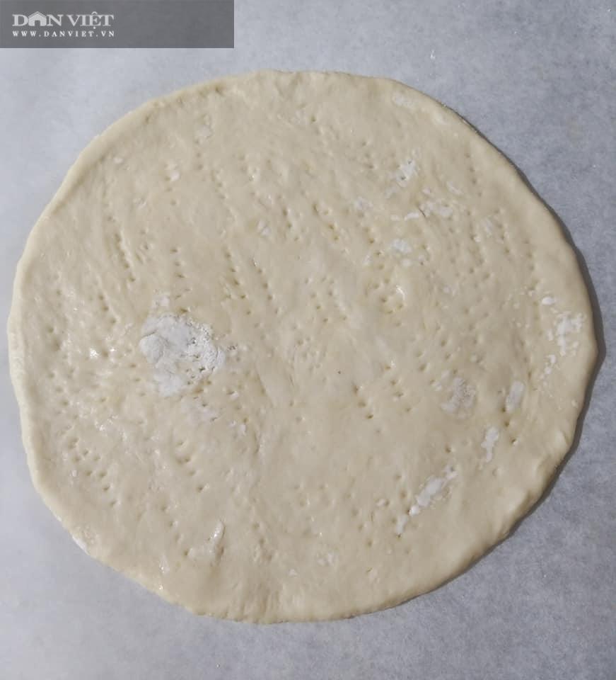 Cách làm bánh pizza cá hồi xúc xích thịt xông khói-6