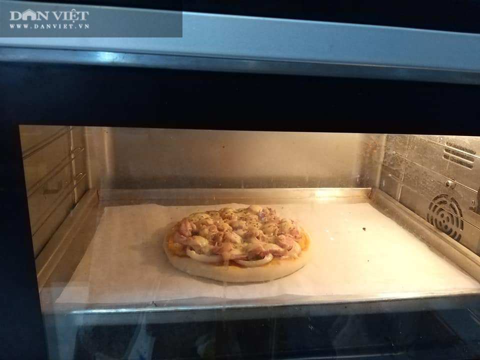 Cách làm bánh pizza cá hồi xúc xích thịt xông khói-12