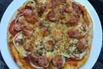 Cách làm bánh pizza cá hồi xúc xích thịt xông khói