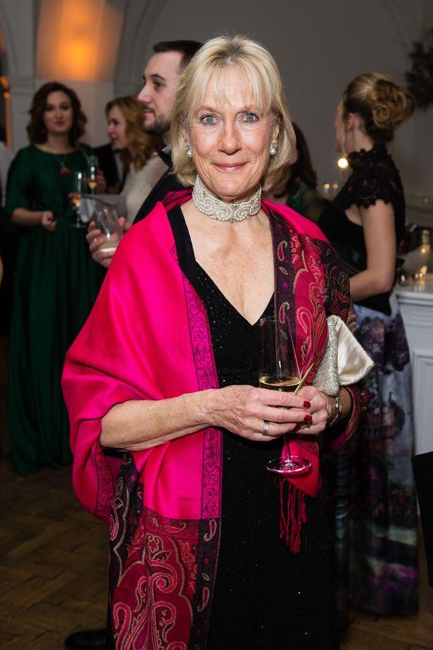 Bị người thân của Nữ hoàng Anh công khai chỉ trích, Meghan Markle muối mặt vớt vát tất cả bằng tuyên bố mới-1