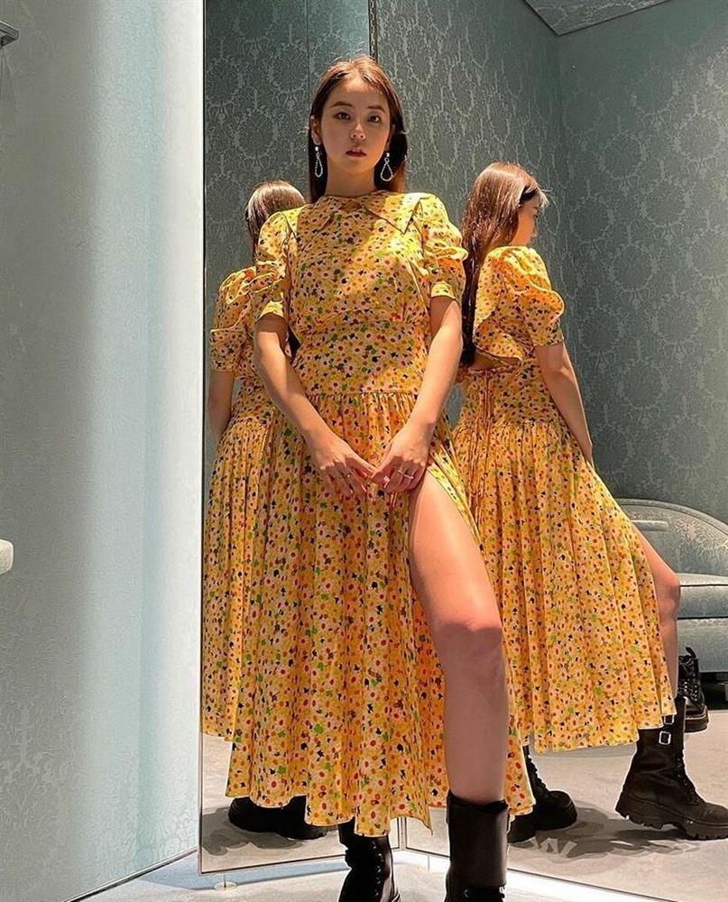 Loạt gợi ý diện váy hoa xinh lịm tim từ dàn sao Việt - Hàn, ngắm rồi bạn sẽ muốn áp dụng ngay và luôn-6