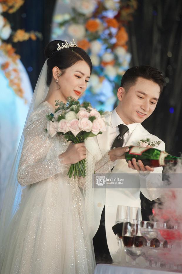 Lấy vợ vui quá, Phan Mạnh Quỳnh bất chấp tự hát ca khúc Vợ Người Ta trong đám cưới mình, phản ứng cô dâu thế nào?-3