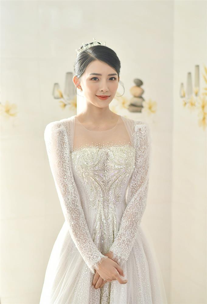 Cận cảnh váy cưới đính 10.000 viên pha lê bạc của hot girl Khánh Vy - vợ Phan Mạnh Quỳnh-1
