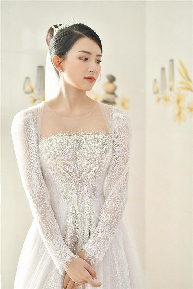 Cận cảnh váy cưới đính 10.000 viên pha lê bạc của hot girl Khánh Vy - vợ Phan Mạnh Quỳnh-2