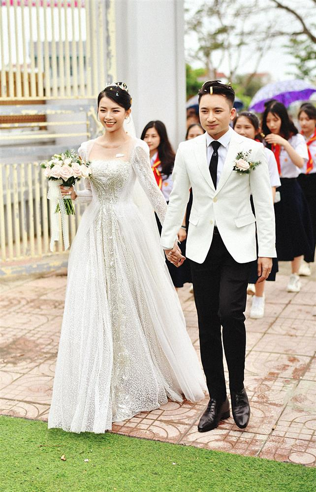 Cận cảnh váy cưới đính 10.000 viên pha lê bạc của hot girl Khánh Vy - vợ Phan Mạnh Quỳnh-4