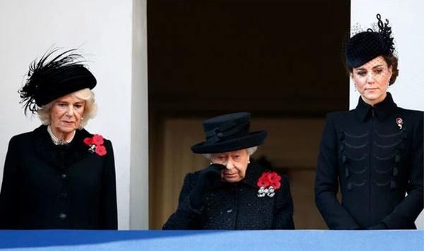 Tiết lộ mong muốn duy nhất của Nữ hoàng Anh tại tang lễ của Hoàng tế Philip, Meghan ở trời Mỹ vẫn lăm le chiếm spotlight-1