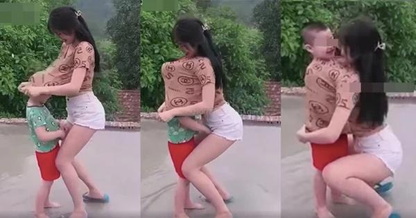 Cô gái đang cùng bé trai vui đùa thì có hành động bất ngờ khiến ai nấy đều phẫn nộ: Đừng đem con nít ra làm trò đùa-1