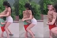 Cô gái đang cùng bé trai vui đùa thì có hành động bất ngờ khiến ai nấy đều phẫn nộ: Đừng đem con nít ra làm trò đùa