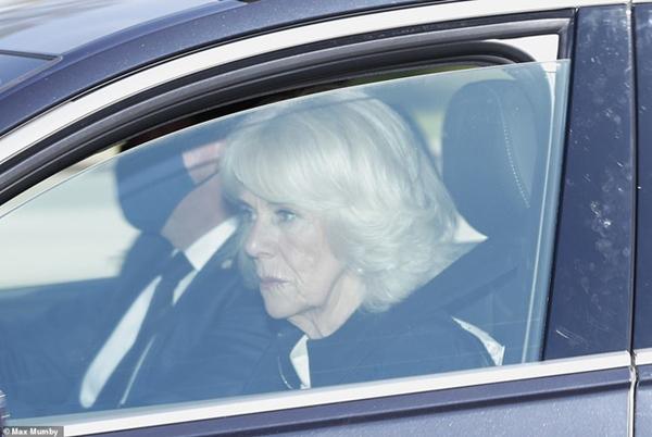 Các thành viên Hoàng gia Anh lần lượt xuất hiện, di chuyển đến nơi tổ chức tang lễ của Hoàng tế Philip-2