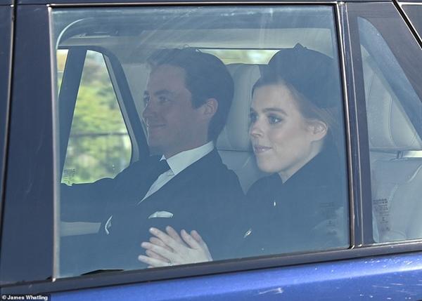 Các thành viên Hoàng gia Anh lần lượt xuất hiện, di chuyển đến nơi tổ chức tang lễ của Hoàng tế Philip-5