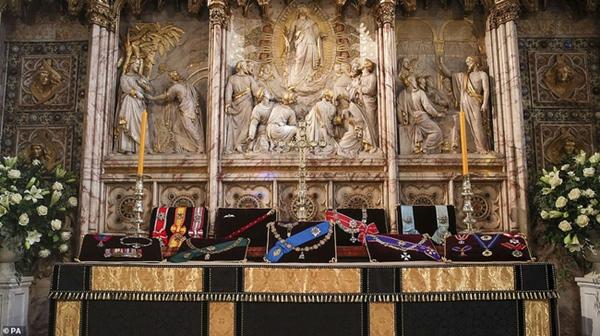 Các thành viên Hoàng gia Anh lần lượt xuất hiện, di chuyển đến nơi tổ chức tang lễ của Hoàng tế Philip-9