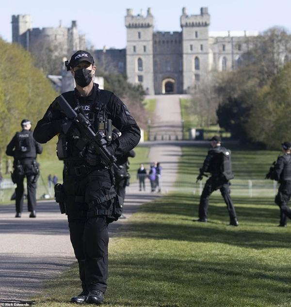 Các thành viên Hoàng gia Anh lần lượt xuất hiện, di chuyển đến nơi tổ chức tang lễ của Hoàng tế Philip-10