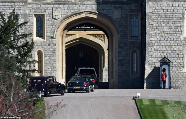 Các thành viên Hoàng gia Anh lần lượt xuất hiện, di chuyển đến nơi tổ chức tang lễ của Hoàng tế Philip-12