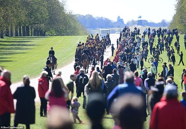 Các thành viên Hoàng gia Anh lần lượt xuất hiện, di chuyển đến nơi tổ chức tang lễ của Hoàng tế Philip-14