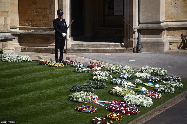 Các thành viên Hoàng gia Anh lần lượt xuất hiện, di chuyển đến nơi tổ chức tang lễ của Hoàng tế Philip-15