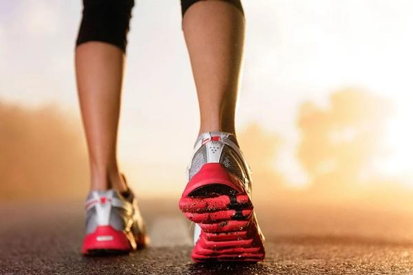 Cùng có thói quen đi bộ mỗi ngày, tại sao có người sống thọ tới 90 tuổi, có người lại rước thêm bệnh? Hóa ra phụ thuộc 4 thói quen này-1