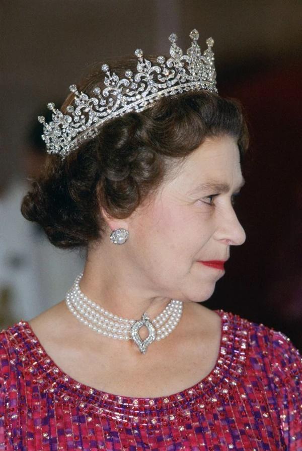 Xem trang phục của Kate Middleton trong tang lễ Hoàng tế Philip, để thấy cô được lòng Nữ hoàng Anh như thế nào-2