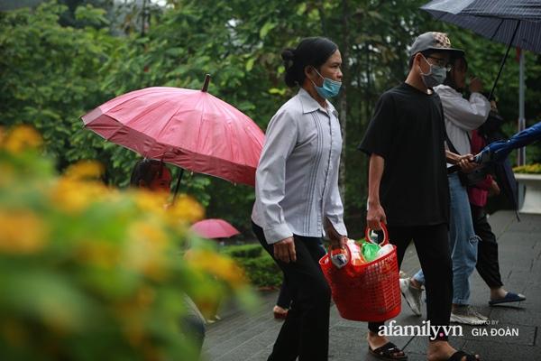 Ảnh: Hàng nghìn người đội mưa về dự lễ Giỗ Tổ Hùng Vương-10